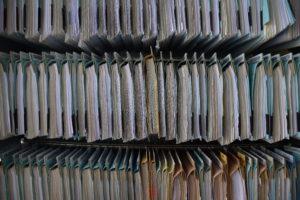 Papierakten gehören der Vergangenheit an. Heute werden die Akten digital geführt. Foto: LRA